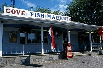 Mere cat food restaurants lobster rolls connecticut for Fish market ct