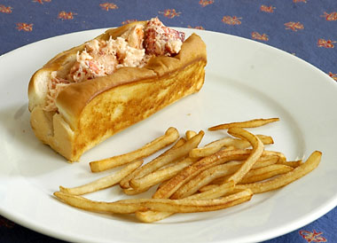 The finished lobster roll